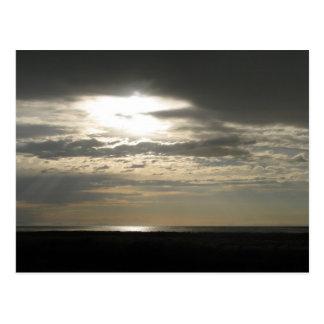 カモシカの島の雲を通した日曜日 ポストカード