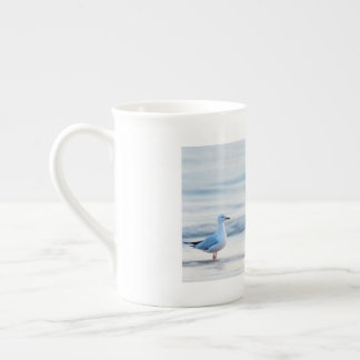 カモメのためのビーチ日 ボーンチャイナカップ