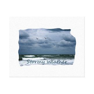 カモメのイメージの文字が付いている嵐のビーチ キャンバスプリント