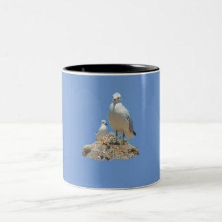カモメのカップル ツートーンマグカップ
