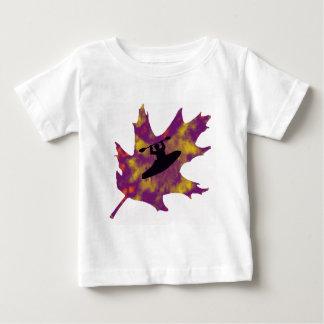 カヤックの紫色のカシ ベビーTシャツ