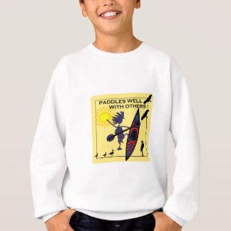 カヤックは黄色でよく漕ぎます スウェットシャツ