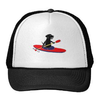 カヤックを漕いでいるおもしろいで黒いラブラドル・レトリーバー犬犬 キャップ