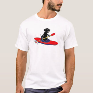 カヤックを漕いでいるおもしろいで黒いラブラドル・レトリーバー犬犬 Tシャツ