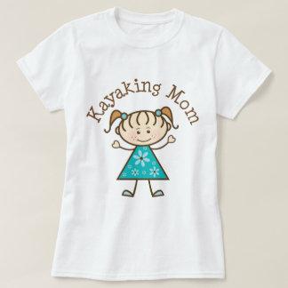 カヤックを漕ぐお母さん Tシャツ
