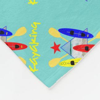 カヤックを漕ぐ水スポーツがテーマのグラフィック フリースブランケット