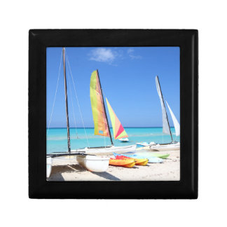 カヤック、カタマランおよびKayaks|のキューバのビーチ ギフトボックス