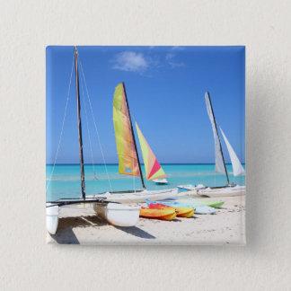 カヤック、カタマランおよびKayaks|のキューバのビーチ 5.1cm 正方形バッジ