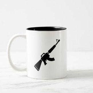 カラシニコフ自動小銃のピクトグラムのマグ ツートーンマグカップ