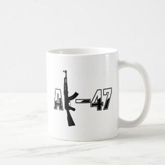カラシニコフ自動小銃AKMの突撃銃のロゴ コーヒーマグカップ