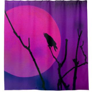 カラスおよびピンクの月 シャワーカーテン
