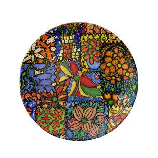 カラフルでお洒落でファンキーな花のパッチワークパターン 磁器プレート