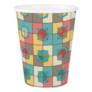 カラフルで幾何学的なパターン 紙コップ