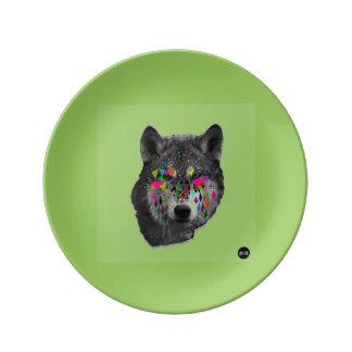カラフルで幾何学的な形のプレートを持つオオカミ 磁器プレート