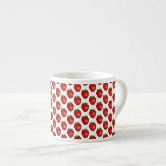 カラフルで明るく赤いいちごのエスプレッソのマグ エスプレッソカップ