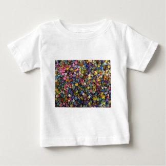 カラフルで滑らかな光沢がある石および小石 ベビーTシャツ