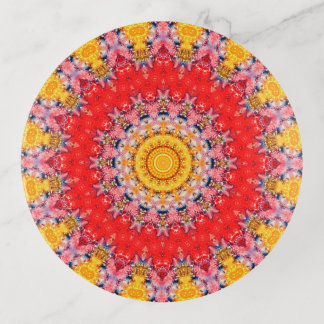カラフルで赤くおよび黄色の曼荼羅の芸術 トリンケットトレー