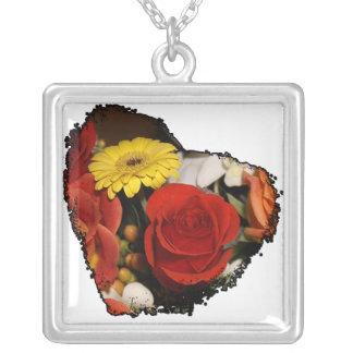 カラフルで鋭い端の花のハート シルバープレートネックレス