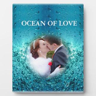 カラフルで青い海の泡-結婚式のキス、 フォトプラーク