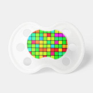 カラフルで鮮やかなデザインのレトロの正方形 おしゃぶり