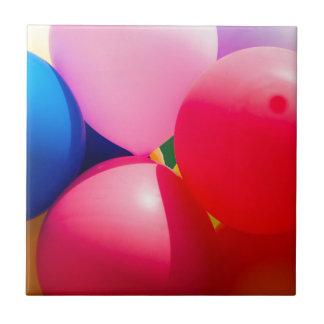 カラフルなおもちゃの気球 タイル