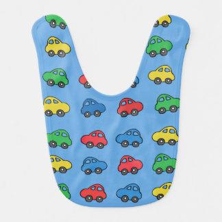 カラフルなおもちゃ車パターンが付いているかわいい男の赤ちゃんのよだれかけ ベビービブ