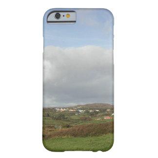 カラフルなアイルランドの村場面 BARELY THERE iPhone 6 ケース