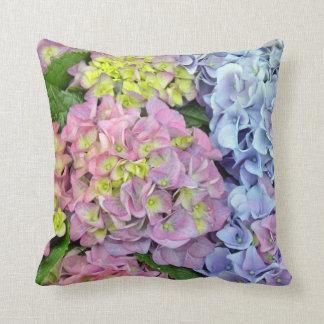カラフルなアジサイの花のプリントの装飾用クッション クッション