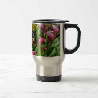 カラフルなオランダカイウユリの花 トラベルマグ