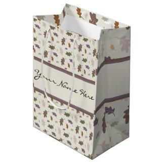 カラフルなカシの葉の名前入りなシャワー ミディアムペーパーバッグ