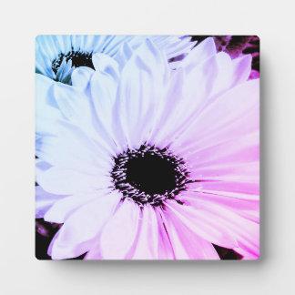 カラフルなガーベラのデイジーのイーゼルの芸術のプリント フォトプラーク