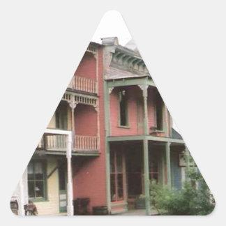 カラフルなゴーストタウンの建物 三角形シール
