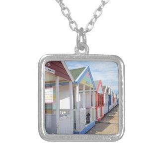 カラフルなビーチ小屋 シルバープレートネックレス