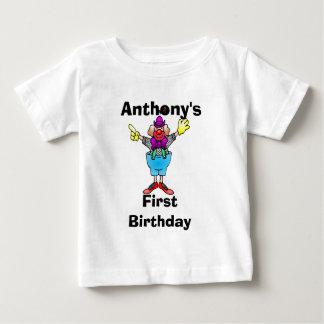 カラフルなピエロの名前入りなベビーのティー ベビーTシャツ