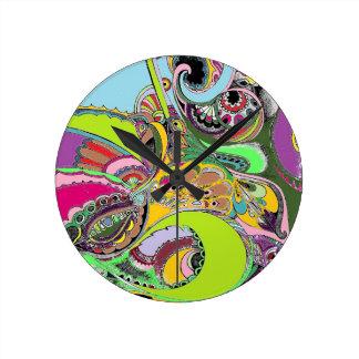 カラフルなペイズリーのぬり絵帳のデザイン ラウンド壁時計