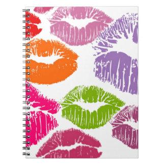 カラフルな口紅は唇色に接吻します ノートブック