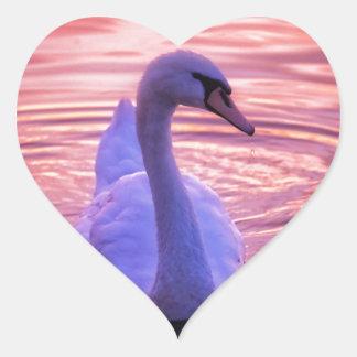 カラフルな日没の白鳥 ハートシール