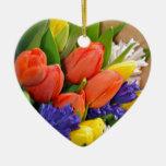 カラフルな春のチューリップの花束