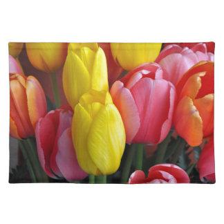 カラフルな春のチューリップの花束 ランチョンマット