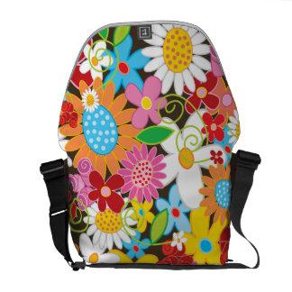 カラフルな春の花の庭の自然の芸術のバッグ メッセンジャーバッグ