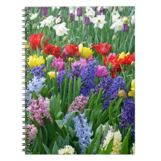 カラフルな春の花園 ノートブック