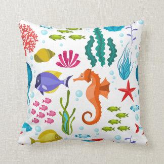 カラフルな海洋生物および動物パターン クッション