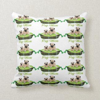 カラフルな犬のベッドの愛らしいパグ クッション