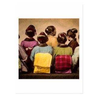 カラフルな着物および帯のヴィンテージの芸者 ポストカード