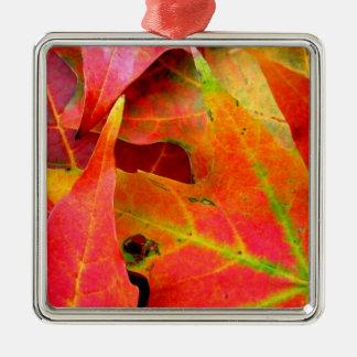 カラフルな紅葉のクローズアップ メタルオーナメント