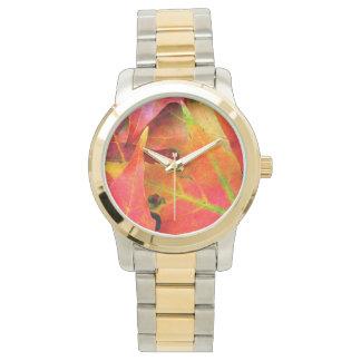 カラフルな紅葉のクローズアップ 腕時計