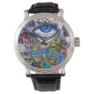 カラフルな落書きの通りの芸術 腕時計