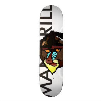 カラフルなMANDRILLの写実的なイラストレーションのスケートボード スケートボード