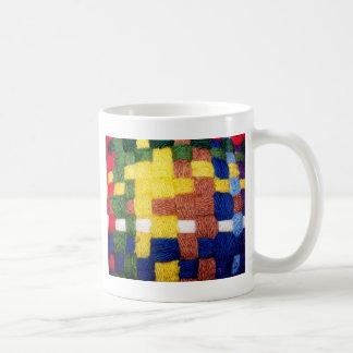 カラフルによって編まれるパターン コーヒーマグカップ