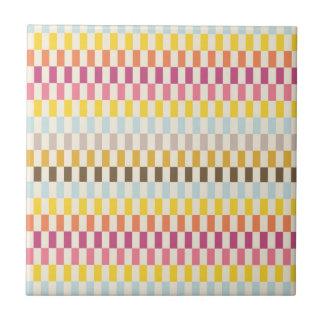 カラフルの正方形のタイルの青い黄橙色のピンク タイル